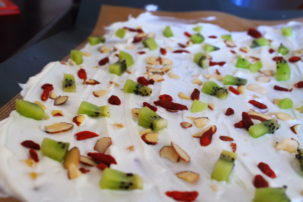 Frozen Yogurt Bark with Kiwi Fruit